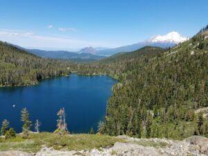 Mt-Shasta-Nearby-Lake - Wilde Escape