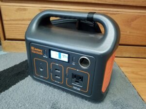 Jackery-showing-99-percent-charge
