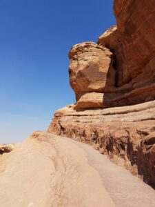 hiking-to-the-arch
