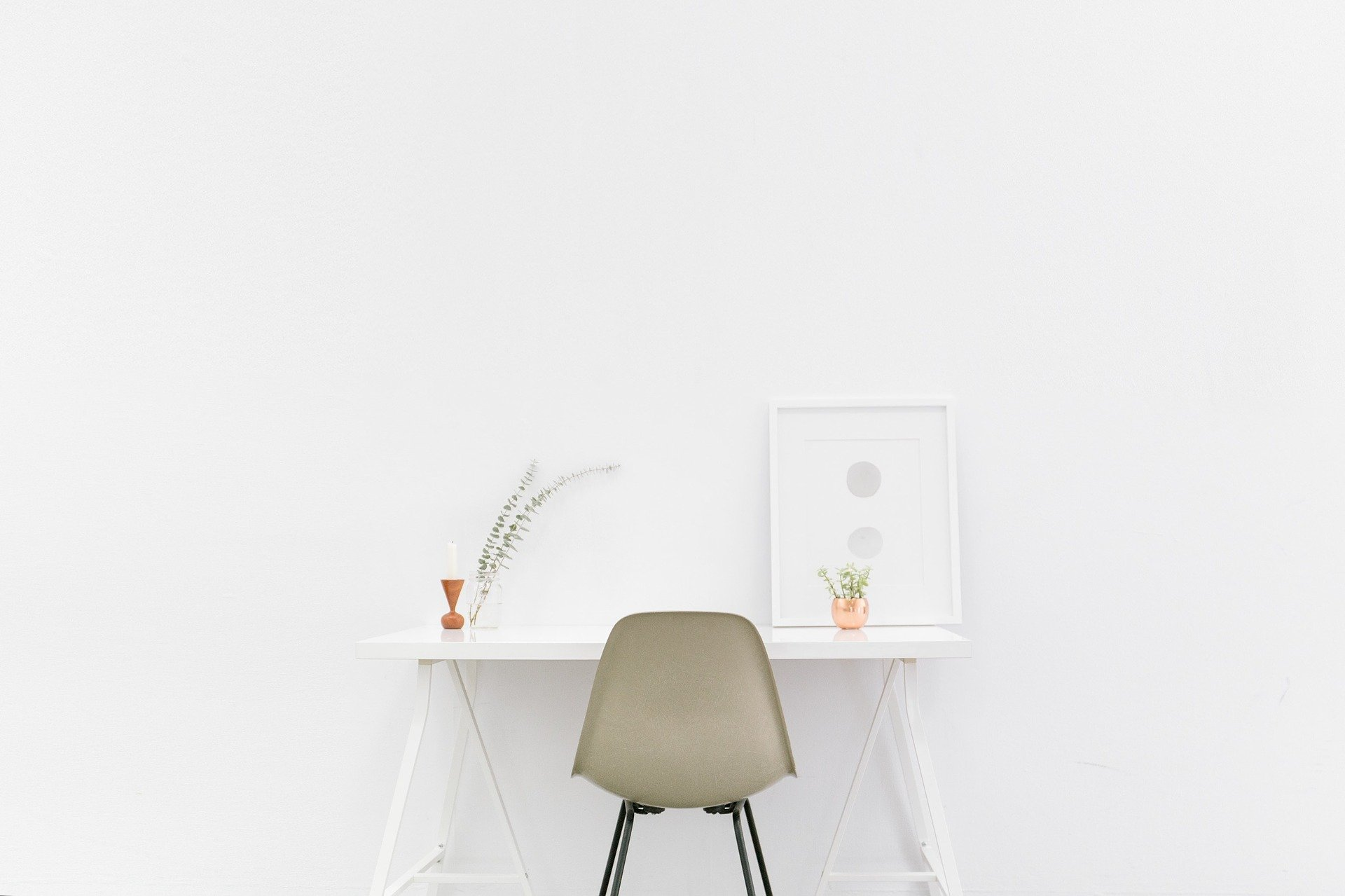 clean-office-space-after-the-30-day-Minimalist-Challenge